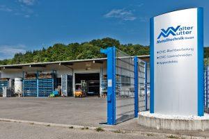 Hofeinfahrt auf das Werksgelände von Mutter Metalltechnik in Wutöschingen am Hochrhein.