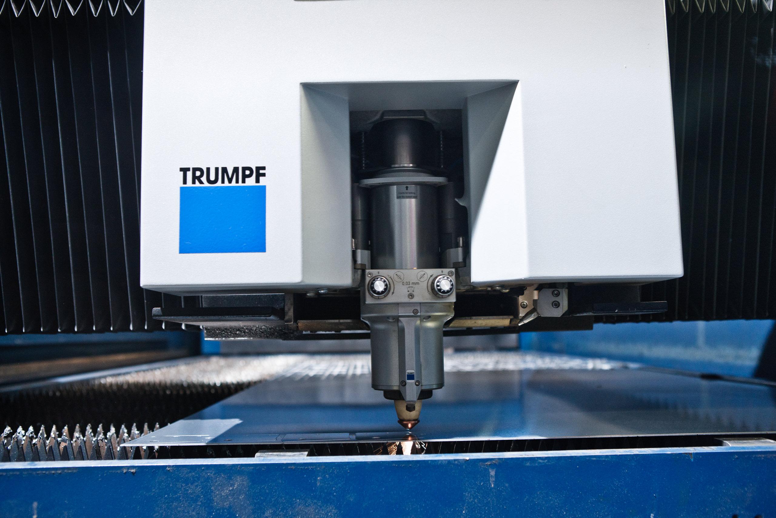 Der moderne Trumpf-Laserschneider von Mutter Metalltechnik am Hochrhein.